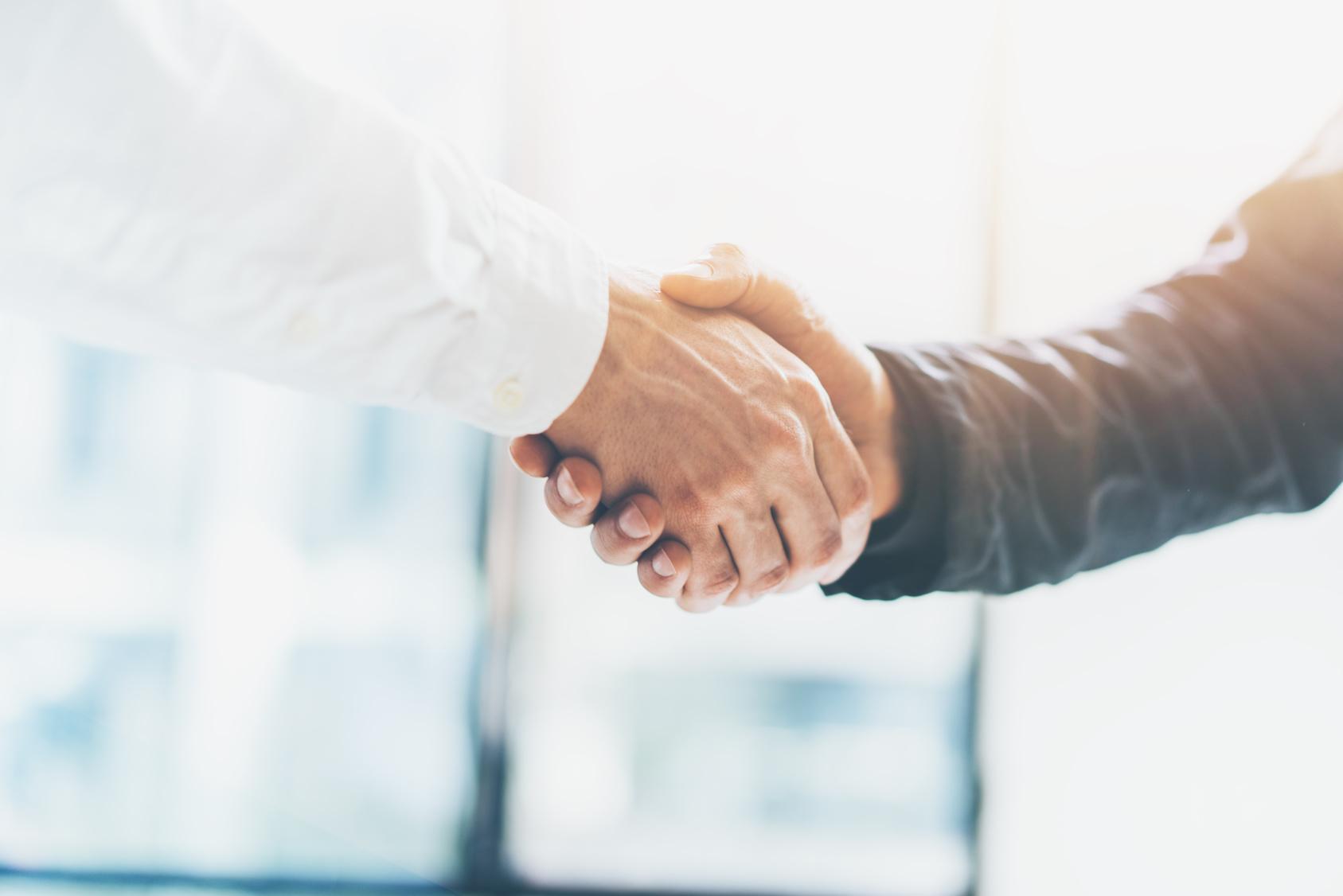 """עמלת תיווך על עסקאות נדל""""ן בישראל – המדריך המלא"""